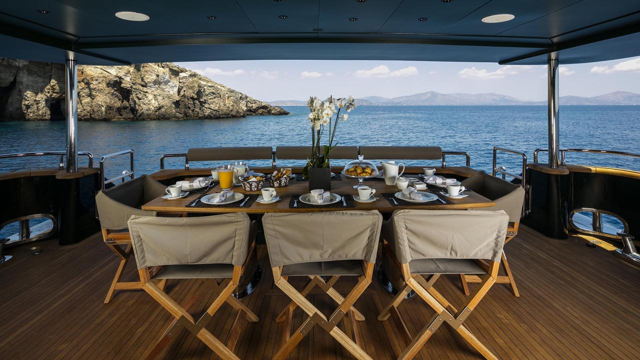 Can't Remember - Luxury Yacht charter - Sundeck
