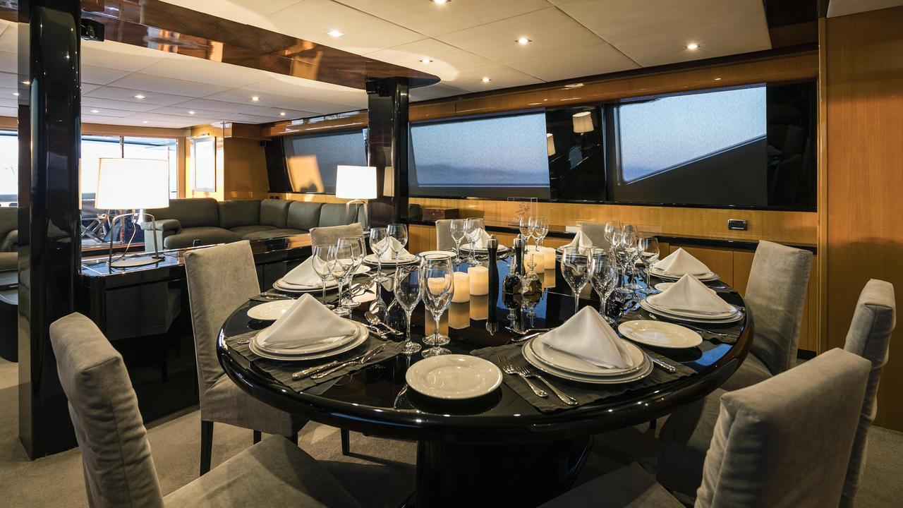 Can't Remember - Yacht charter - Diner