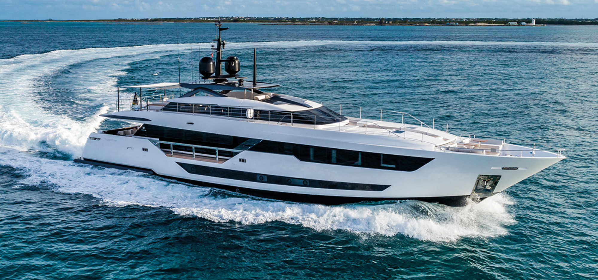The new custom line 120 M/Y O